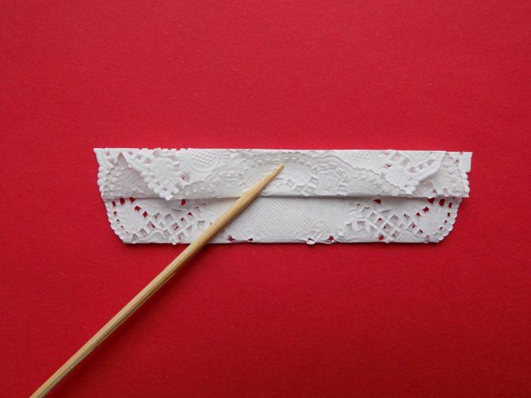 Как сделать снежинку из ажурных салфеток