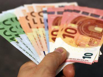 Как оригинально подарить деньги