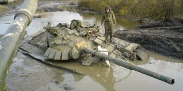 Некоторым танкистам не помешают дополнительные уроки вождения (17 фото)