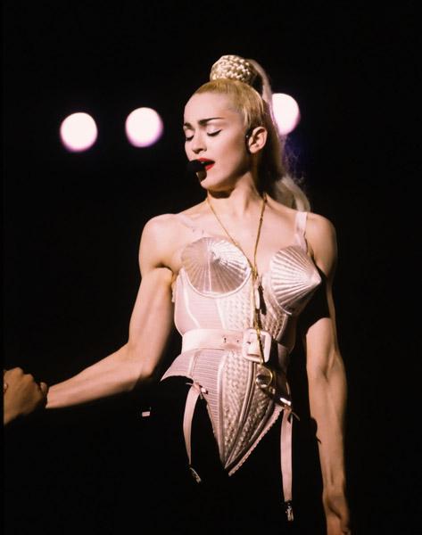 3 BLOND AMBITION 1990 - Мадонна и ее туры: самые яркие образы за 20 лет