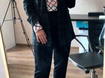«Розовый топ с бирюзовыми брюками и огромная джинсовка» Муж подобрал мне 6 образов на каждый день